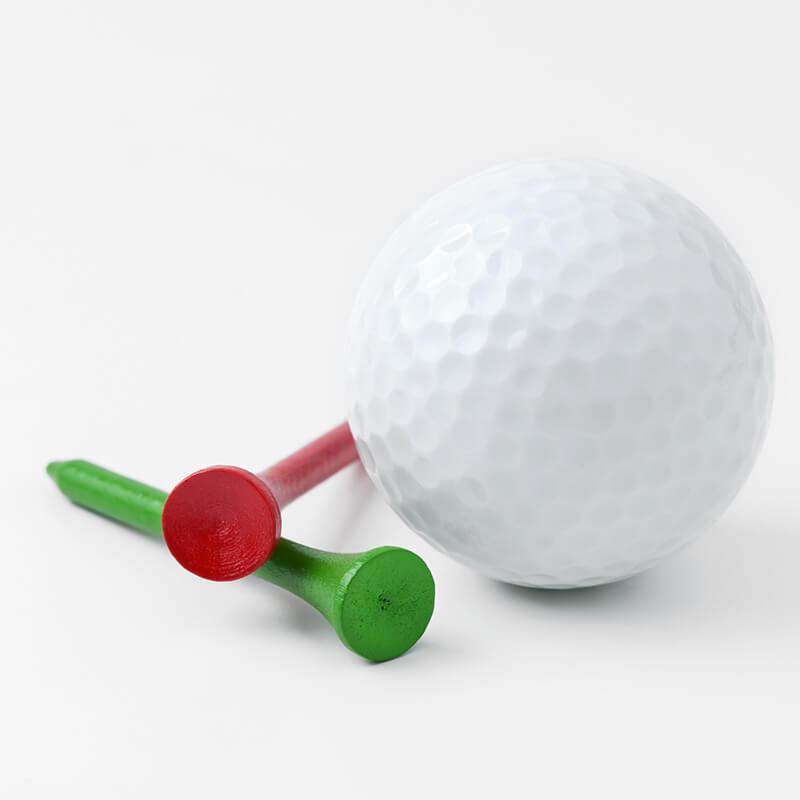 画像:ゴルフボールとピン